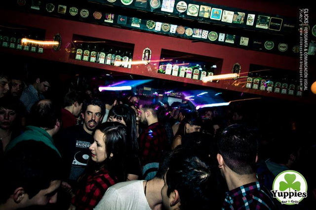 yuppies 22 LaNocheDeQuilmes.com